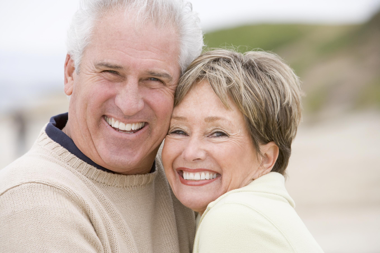 Implantes dentales en la tercera edad | Clínica Dental OralVIC